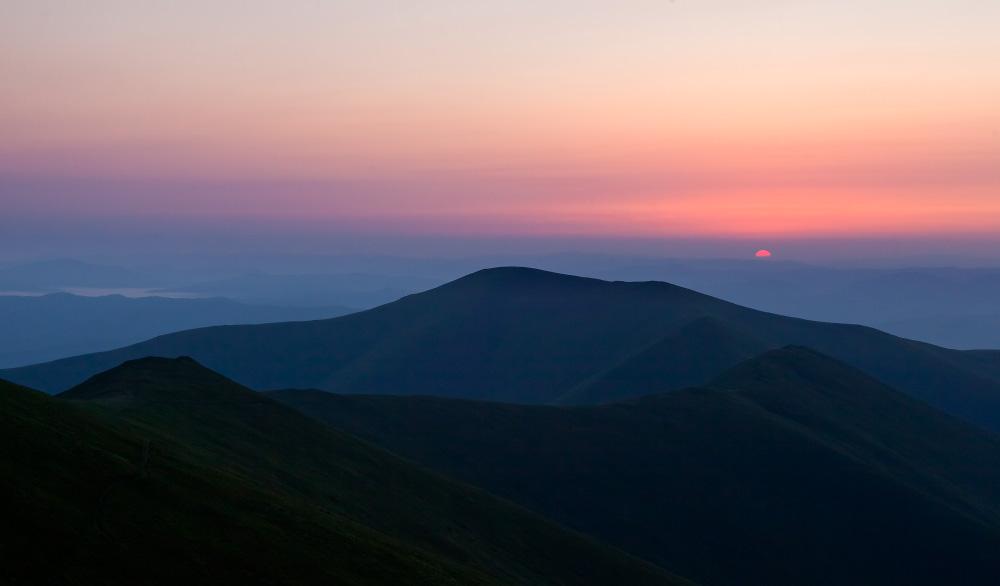 На рассвете в горах