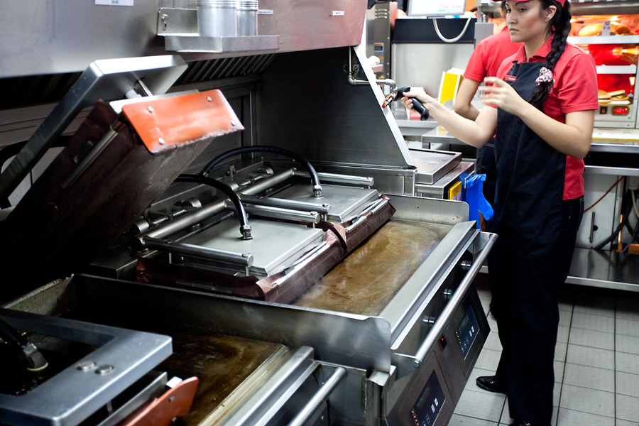 """Кухня """"МакДональдза"""" - как все устроено"""