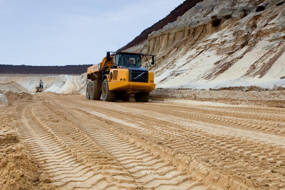 Песчаный карьер - два человека!