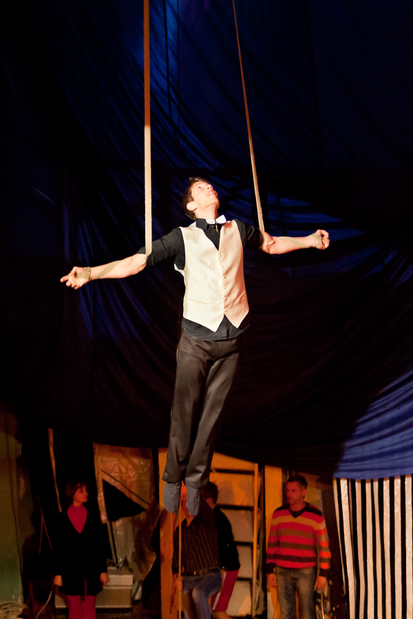 Дети под куполом цирка - без страховки!!!