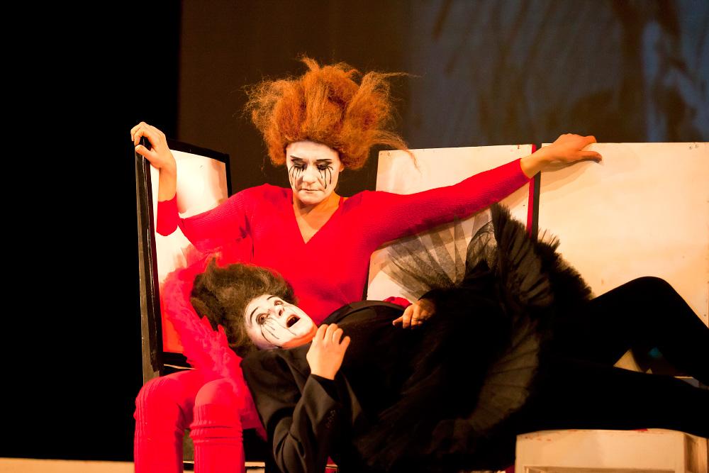 Спектакль «Хаос. Женщины на грани нервного срыва»