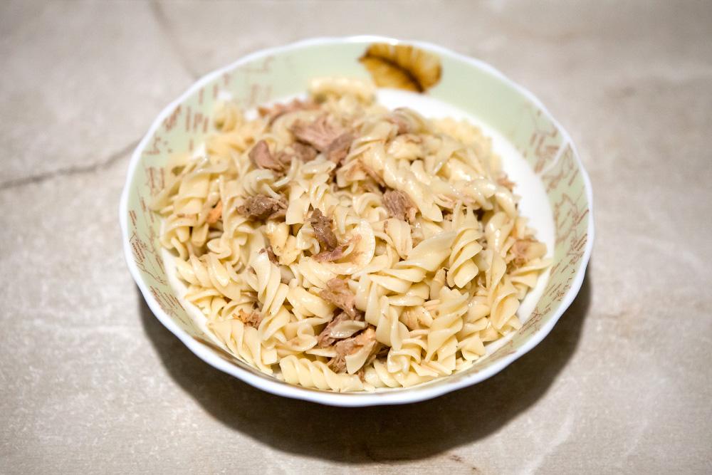 Як приготувати макарони з тушкованкою